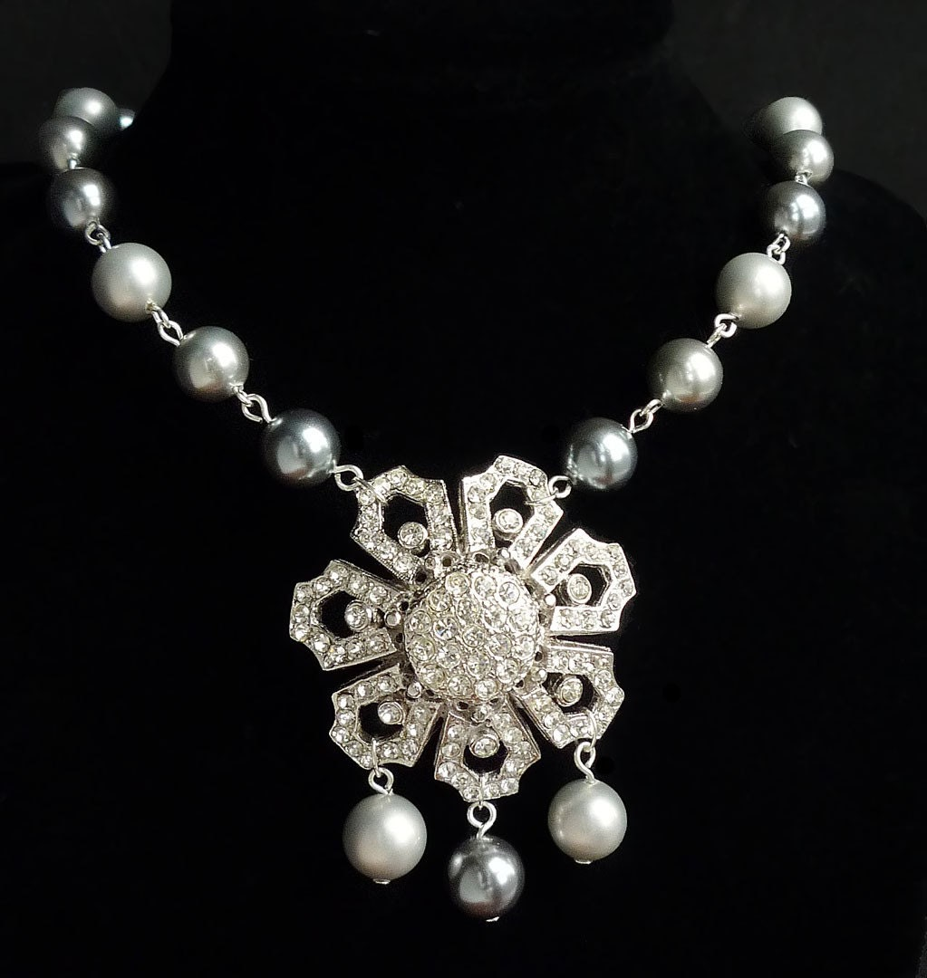 Have Your Own Royal Wedding. Vintage Rhinestone Pearl Necklace Earring Set.
