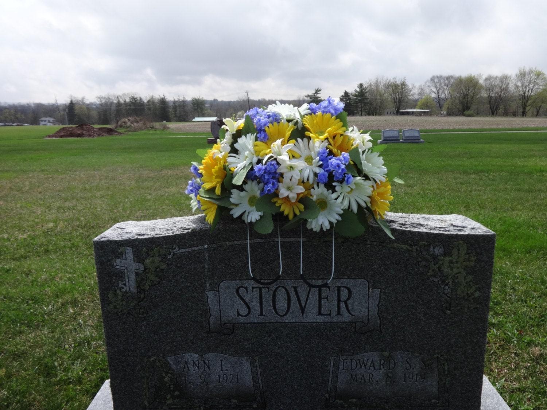 Цветы на кладбище фото и названия
