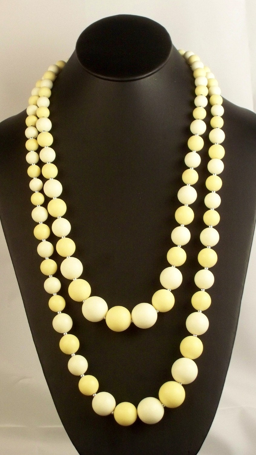 VINTAGE Mellow Yellow and white vintage necklace perfect for spring time