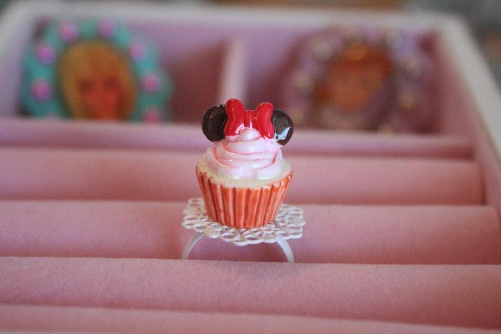 Minnie Cupcake ring