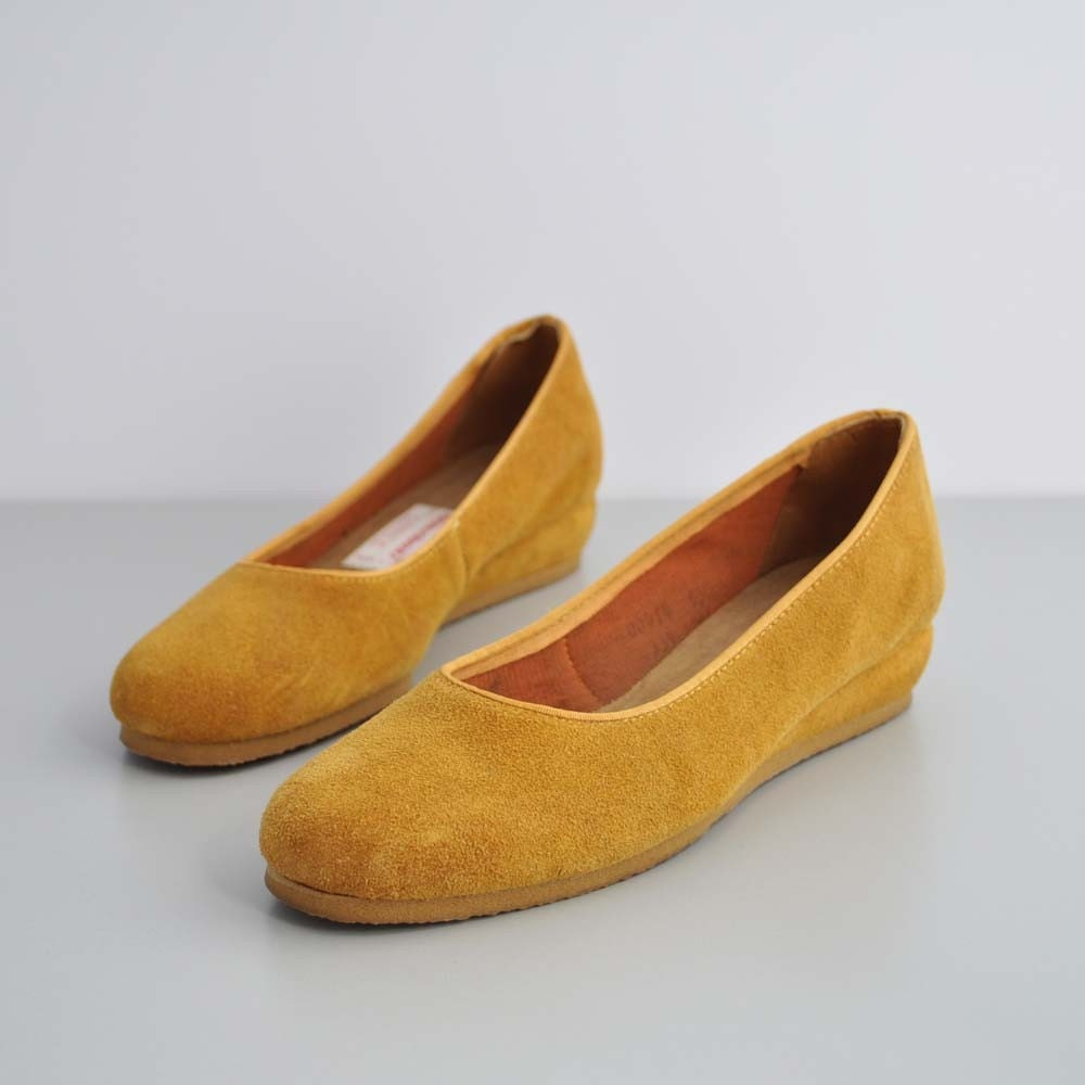 Vintage 70s MUSTARD Suede Wedges by MariesVintage on Etsy