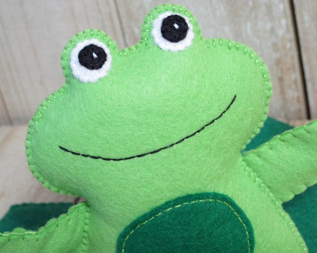 Froggy Friend Play Set, Felt Toy - FiddledeeDeeCraft