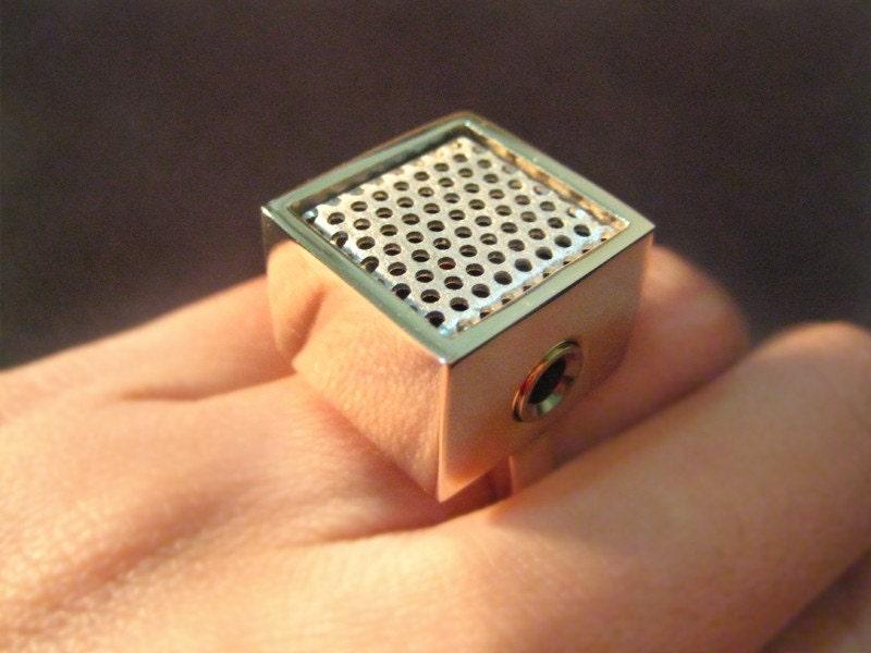 Mikrofon a gyűrűben