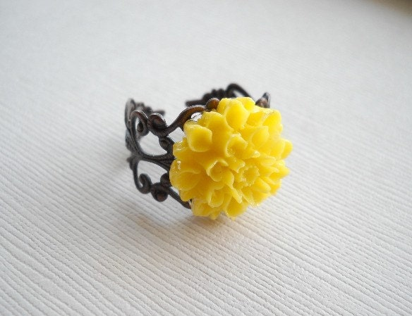 Sunshine Chrysanthemum Ring