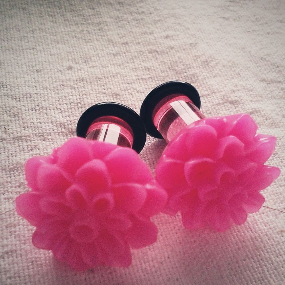 2g 6mm Plugs Hot Pink Chrysanthemum Dahlia Acrylic by Glamsquared from etsy.com