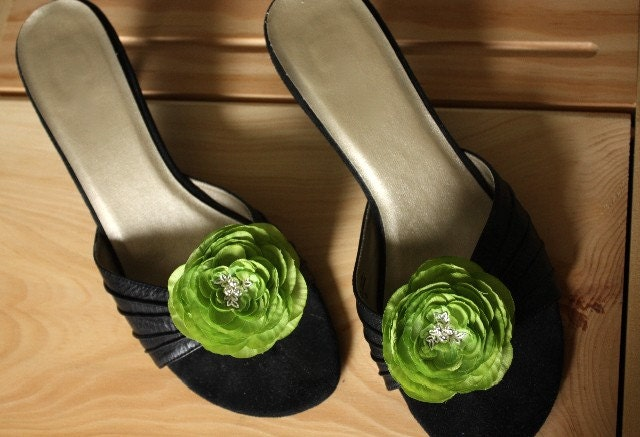 Flower Shoe Clips Medium Size in Spring Green