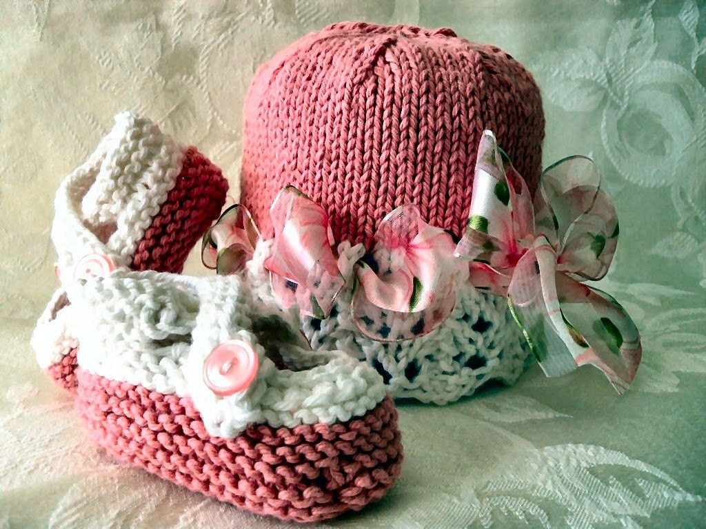 COTTON HAND KNITTED White and Pink Lace Cloche with Flowery Organza Ribbon and Matching Cross-strapped Booties