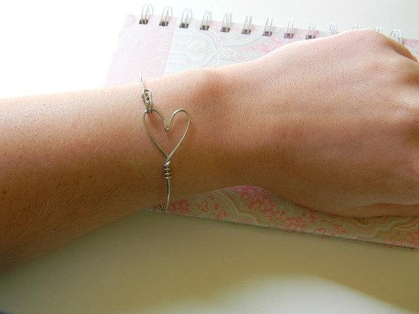 Wire Hooking Heart Bracelet (in silver)