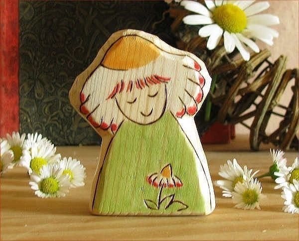 wood fairy spring daisy