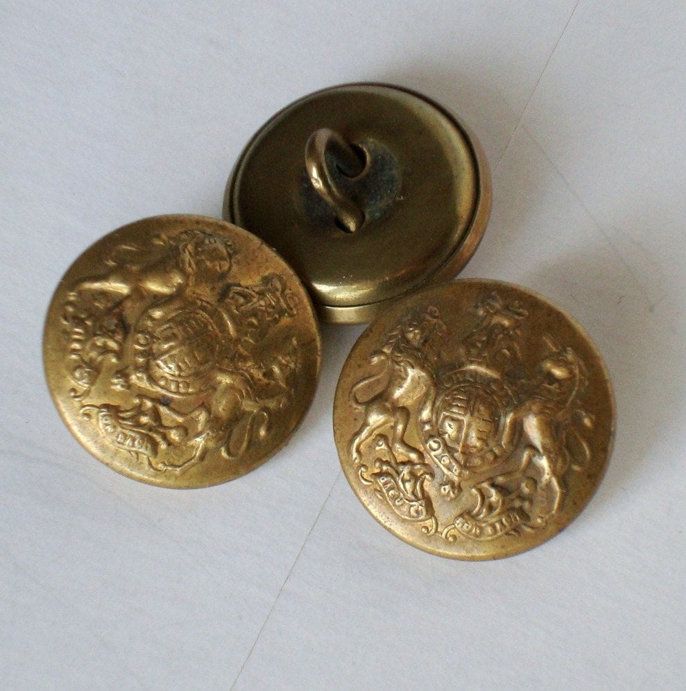 military and wartime buttons