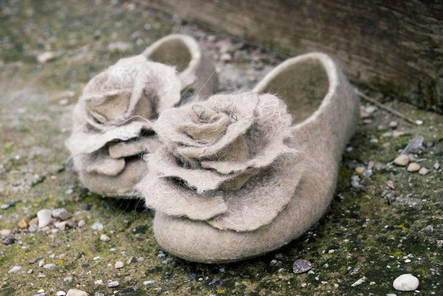 rose detailed hand felted woolen slippers for women