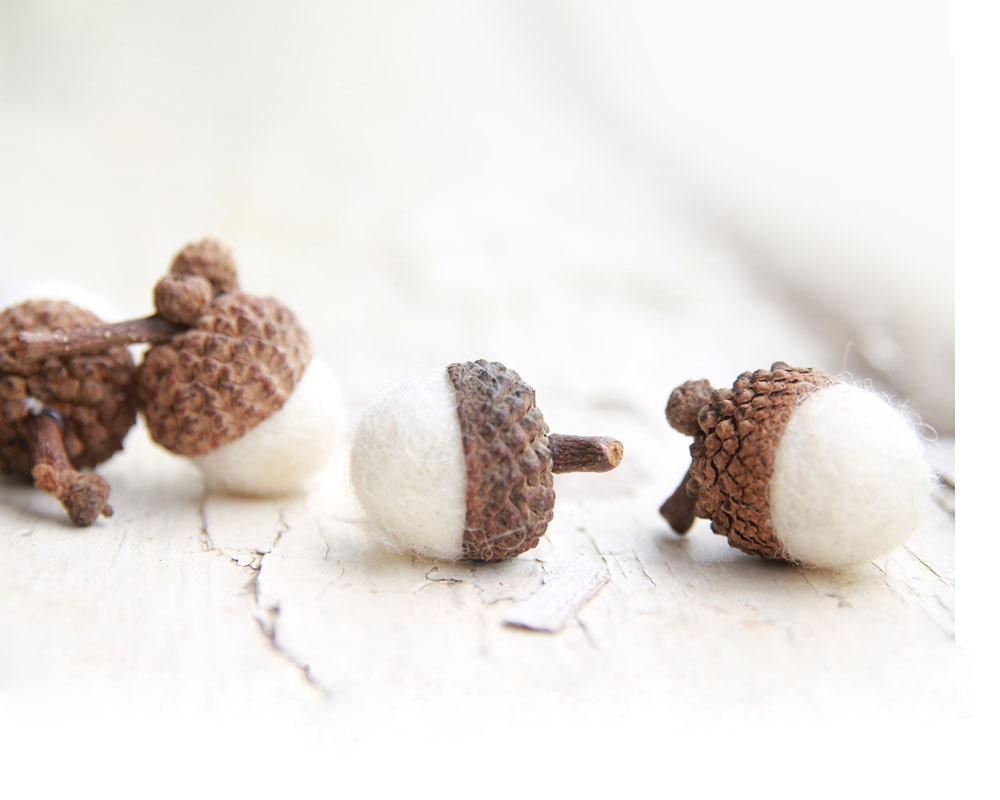 Set of 12  SNOW WHITE Merino Wool Felted Acorns