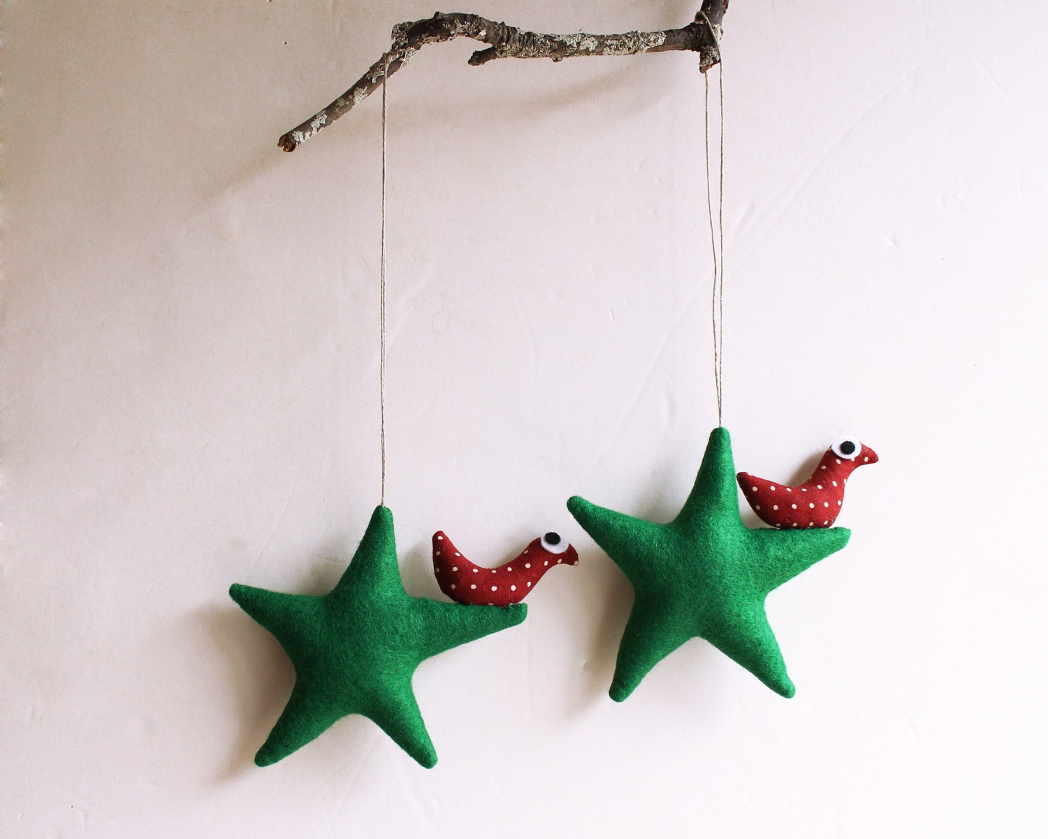 Christmas ornament. Two green stars with bird. Felt Decoration wall hanging. Home Decor - Intres