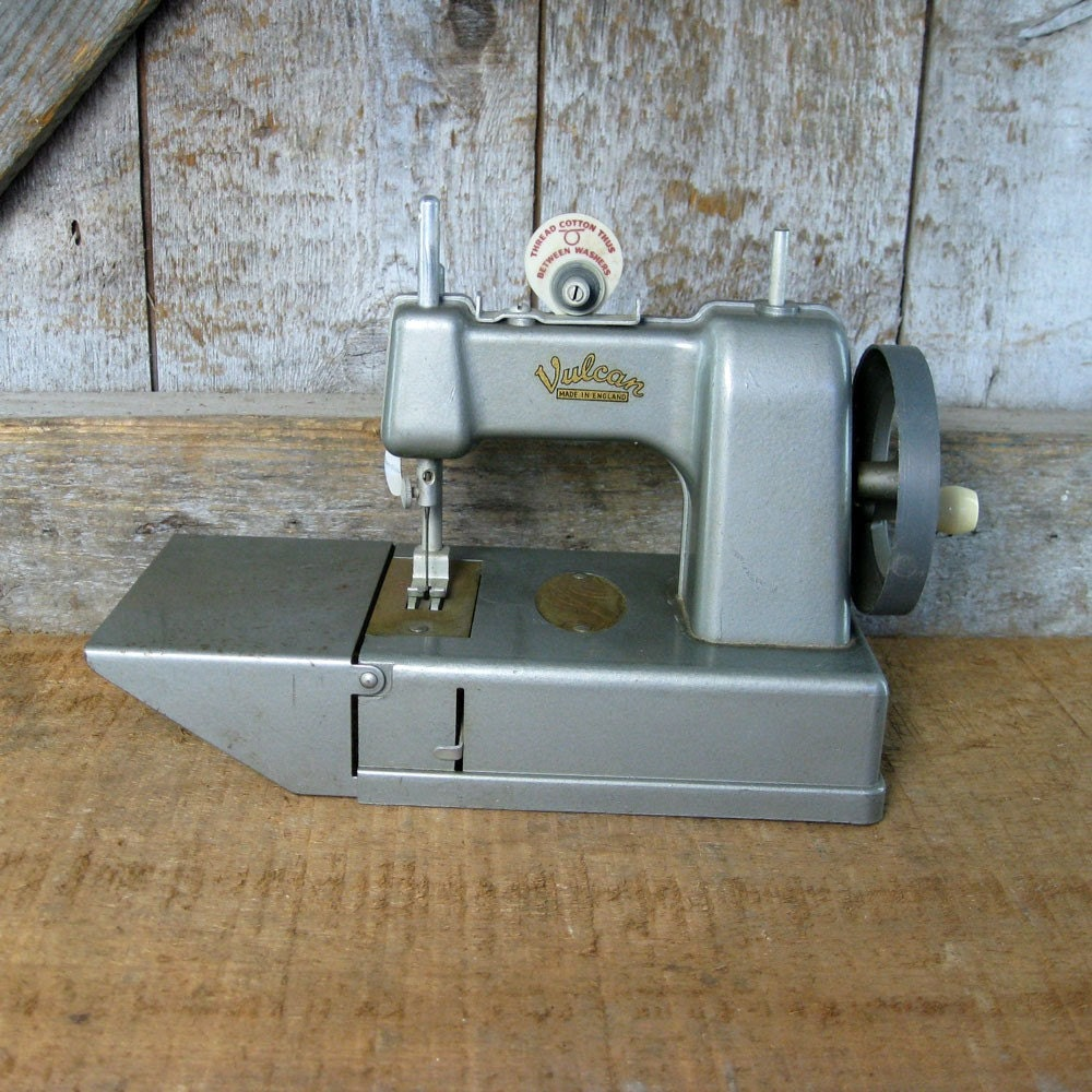 Vintage Children Sewing Machine. Vulcan. 1950s.