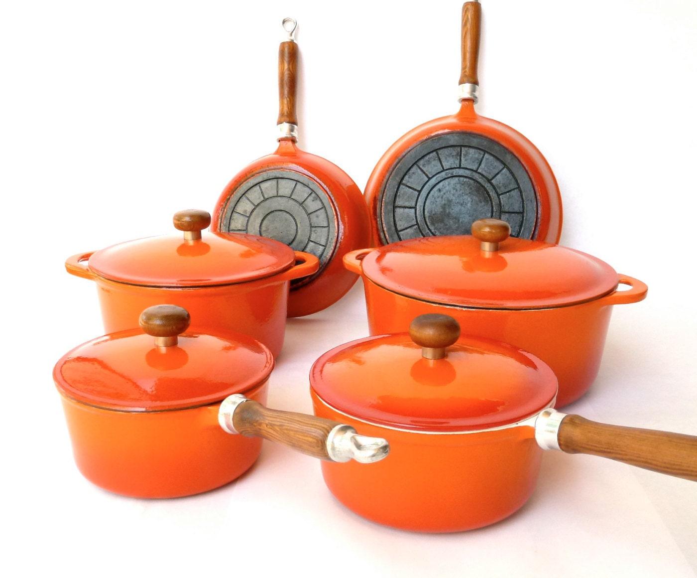 vintage enamel cast iron cookware 10 by modloungevintage. Black Bedroom Furniture Sets. Home Design Ideas