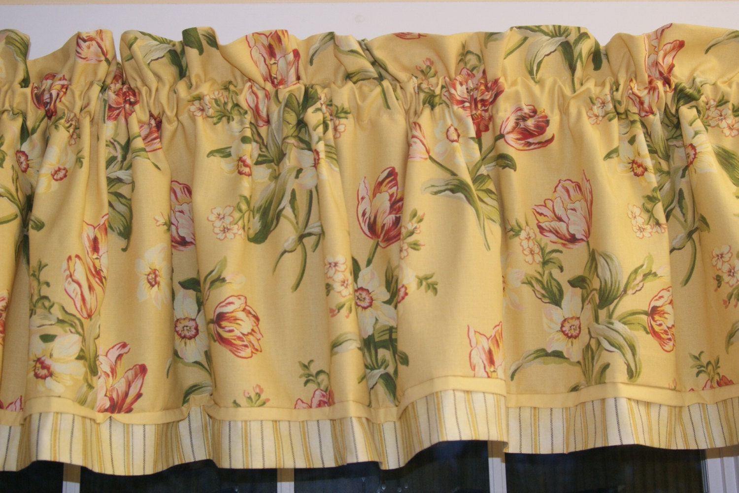 Yellow red green toile valance 17 quot x 81 quot drapery weight alter curtain