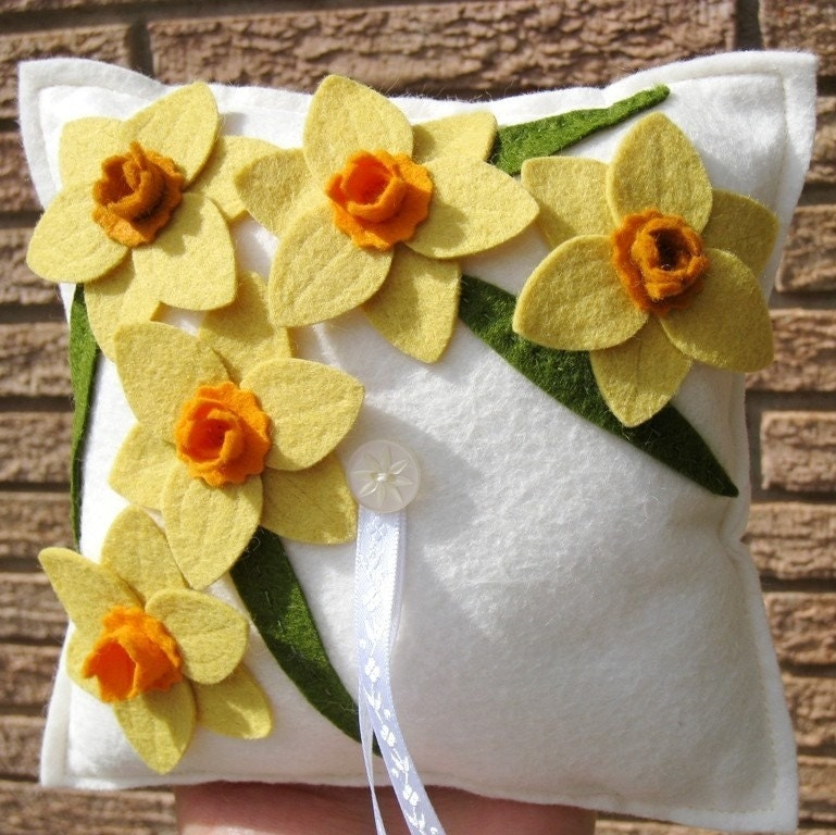 Daffodil Wool Felt Flower Ring Pillow in White Orange Yellow Narcissus Wedding or Colors of Your Choice - HeyMiemie