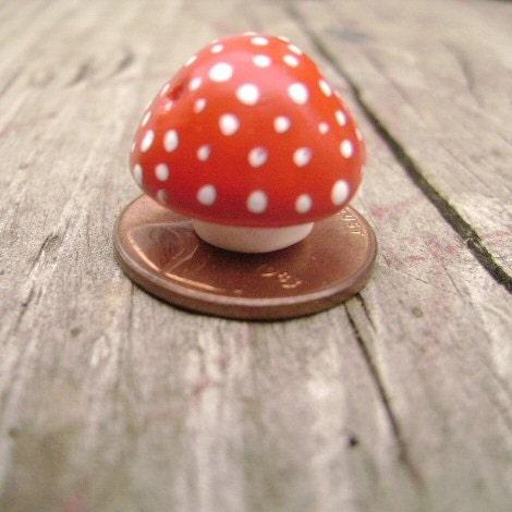 Red & White Mushroom Bead