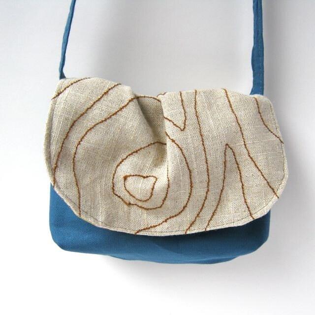 Embroidery Woodgrain Date Purse