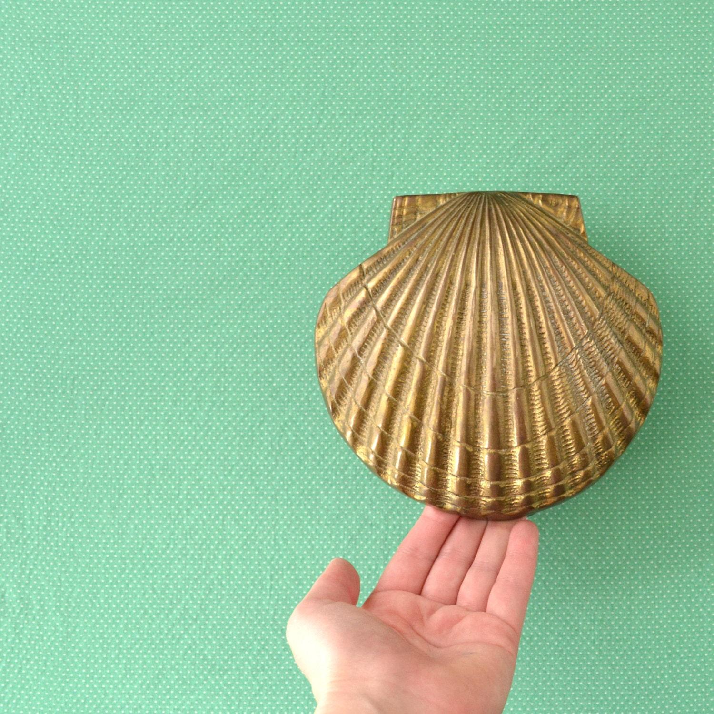 Clam shell door knocker beach house front door by kolorize for Clamshell door