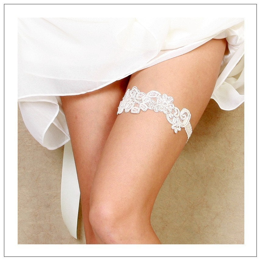 FLORA COLLECTION I - cream beaded floral applique bridal garter