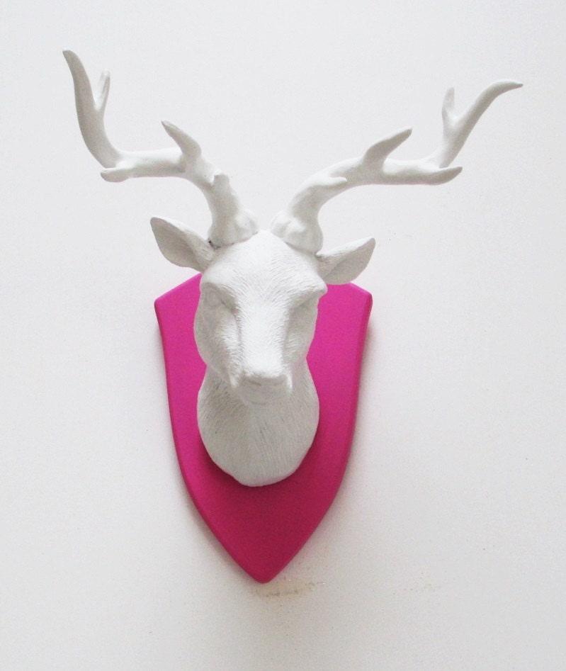 T te de cerf faux t te de cerf white deer t te par for Tete de cerf decoration