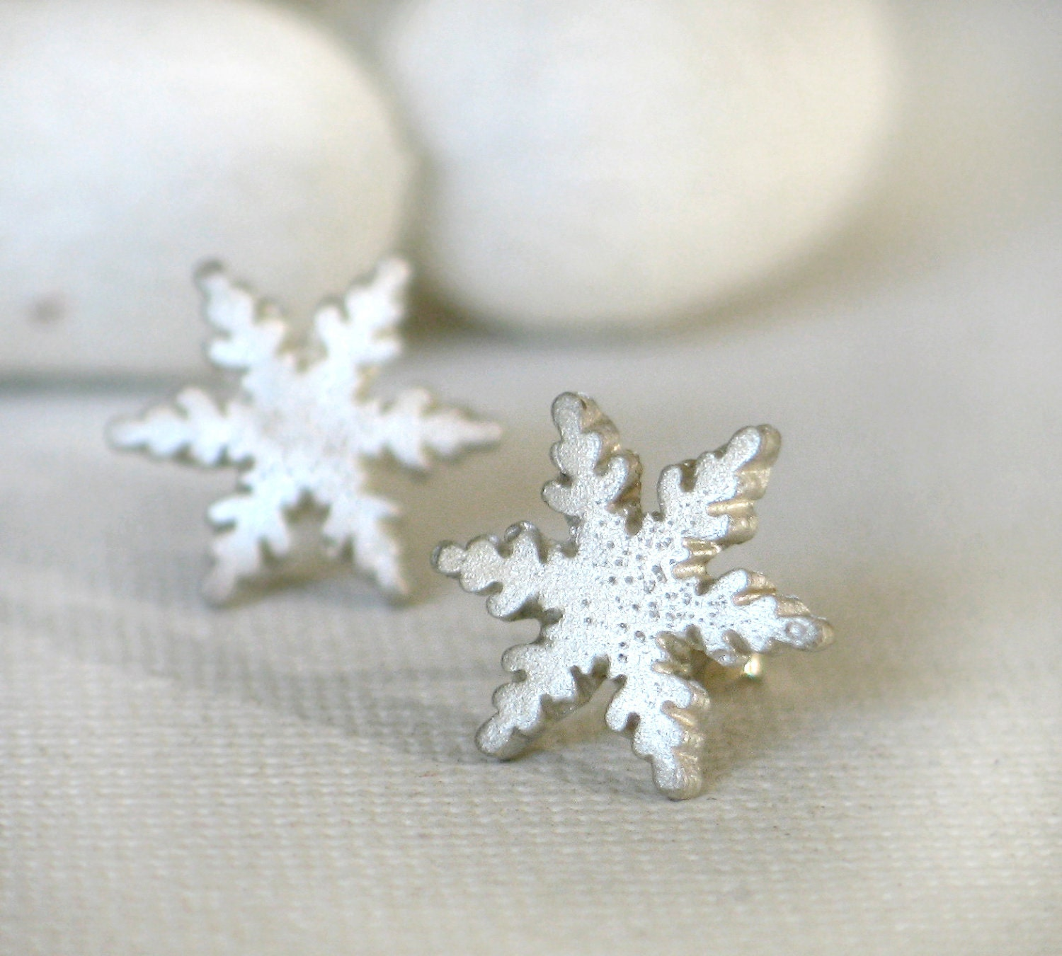 Sterling silver Snowflake post earrings - mariastudio
