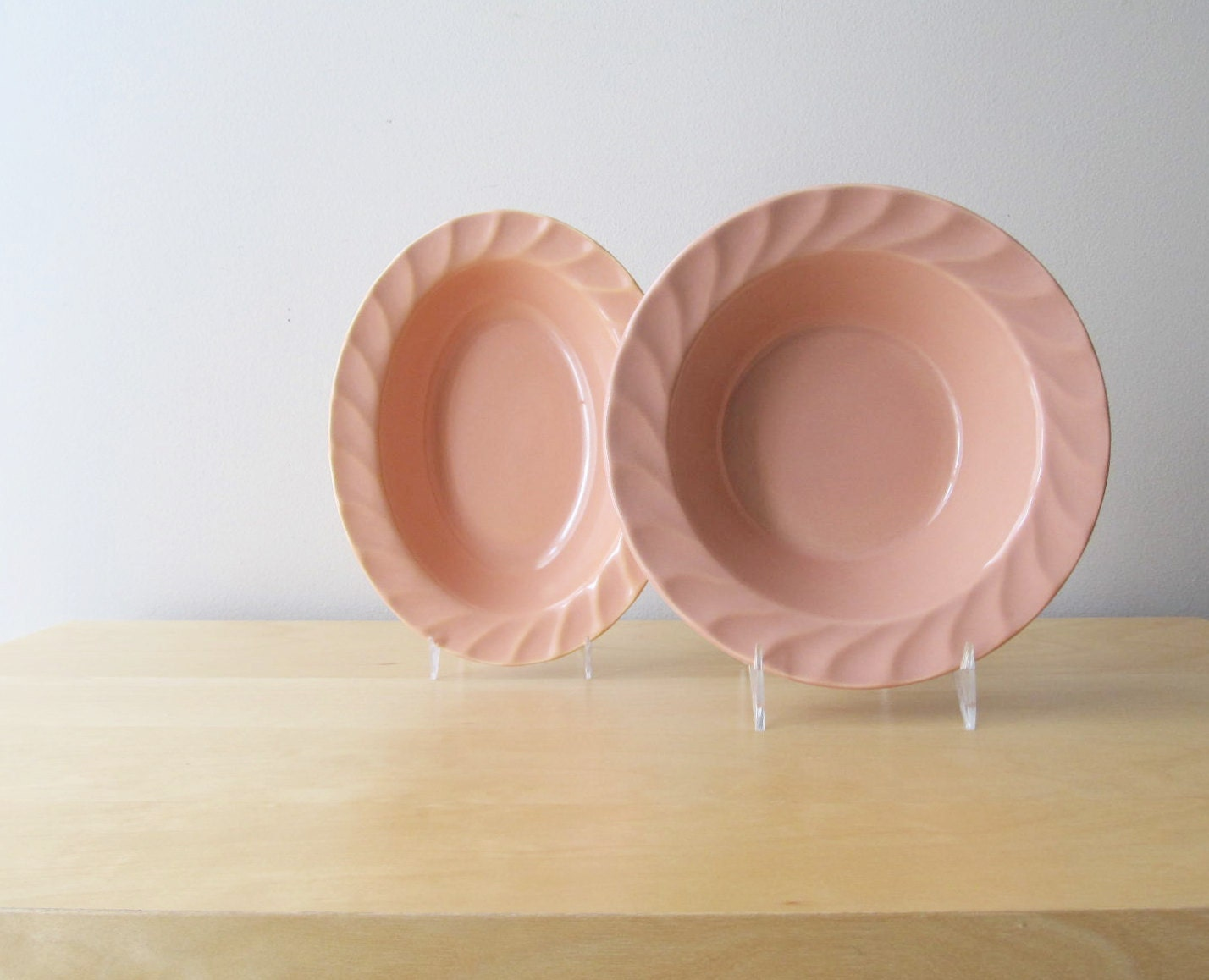 coral pink serving bowls, poppytrail metlox pottery, yorkshire pattern - ionesAttic