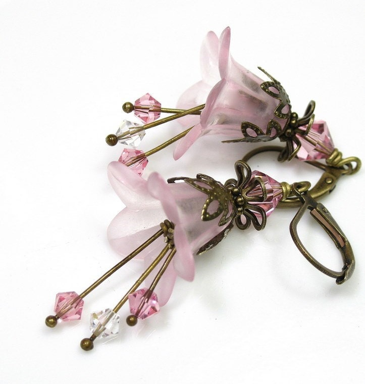 Light Rose Vintage Style Lucite Flower Earrings