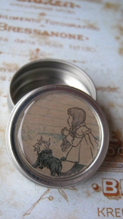 Wizard of Oz Round Metal Tin Orginal Illustrations