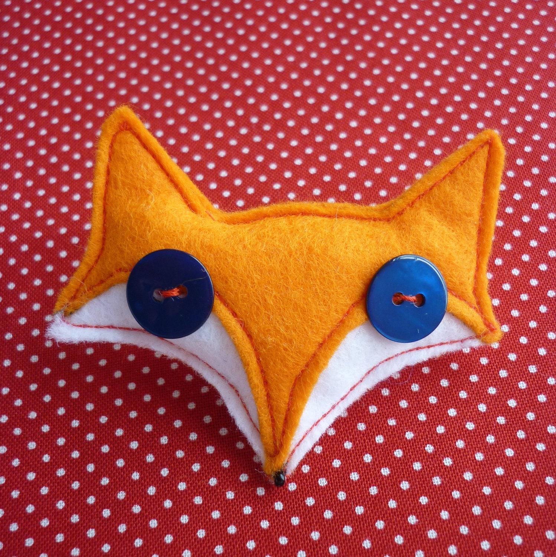 Foxy felt brooch