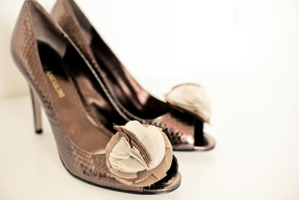 Thursday Tips: Wedding Day Shoes via TheELD.com