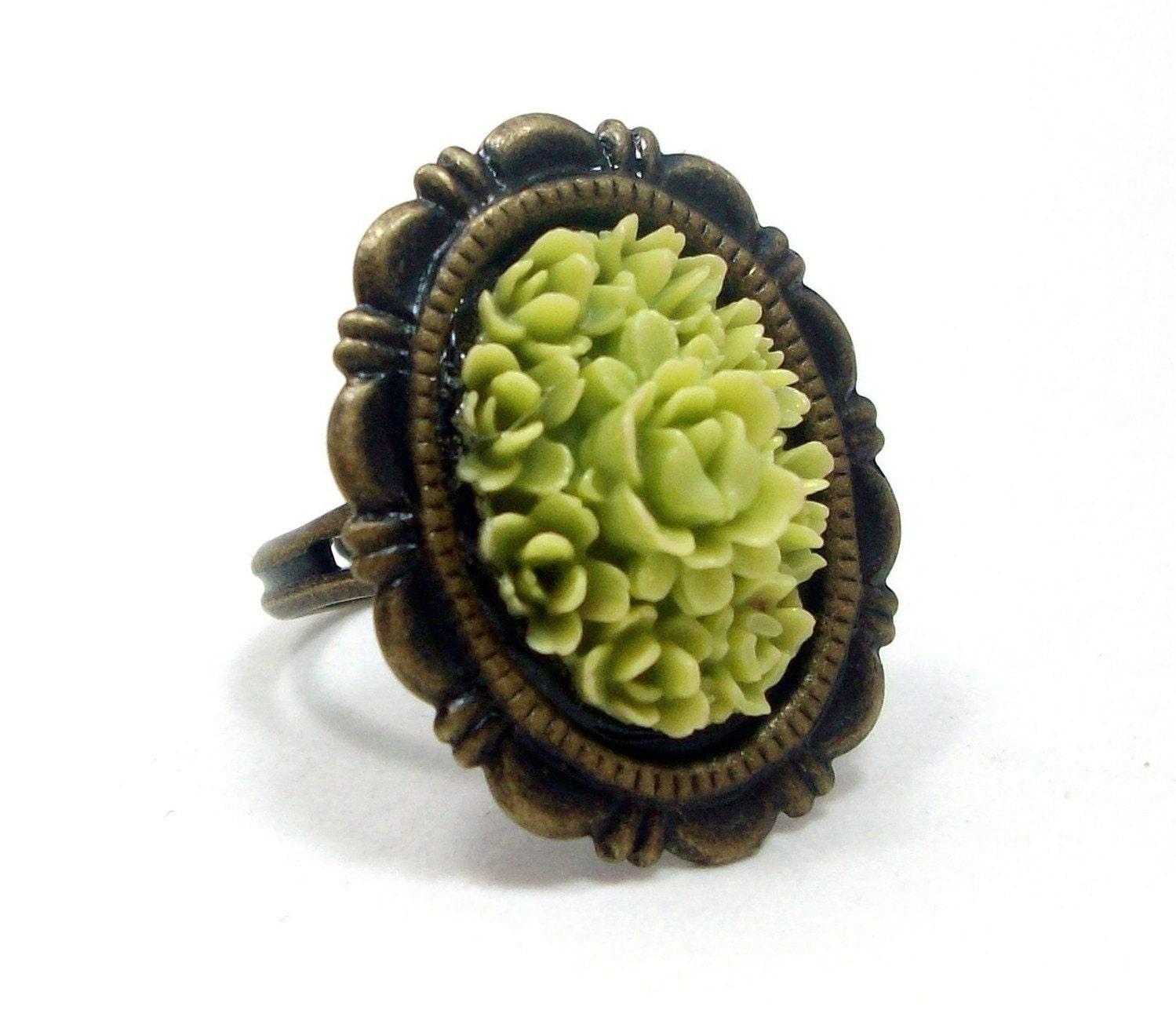 Cocktail Ring Oval Flower Lime Green . VINTAGE VIXEN