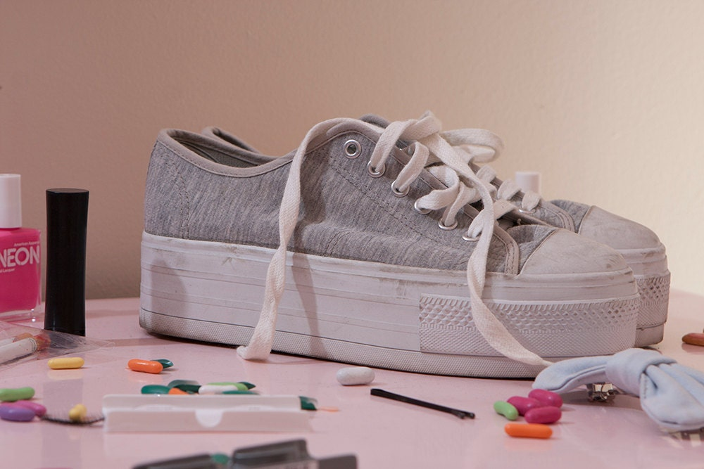 vintage 90 s grey and white flatform lace up tennis by