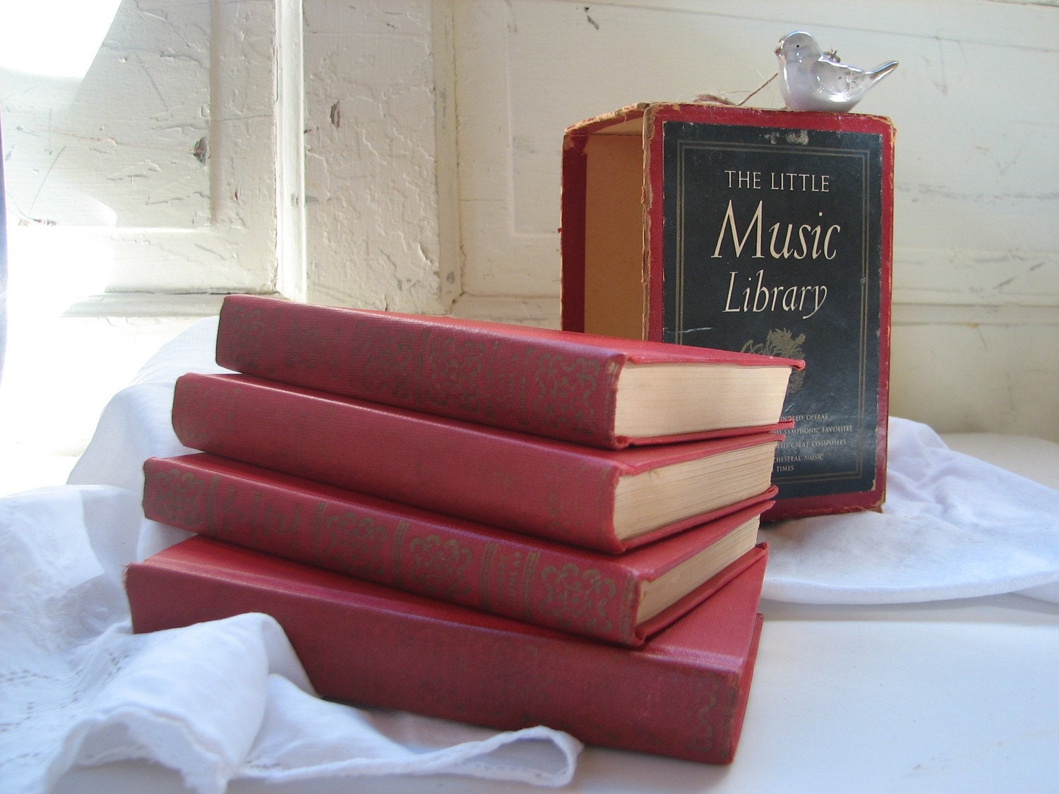 books, vintage, reading, bookworms, music, library