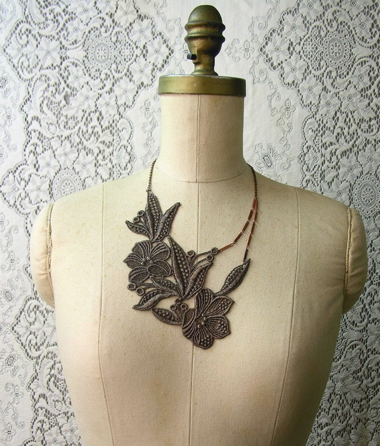 botanique lace necklace (muted olive)