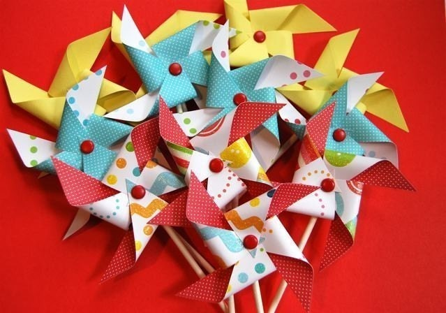 Cute as a Button in Primary Pinwheels for Cupcakes (12)