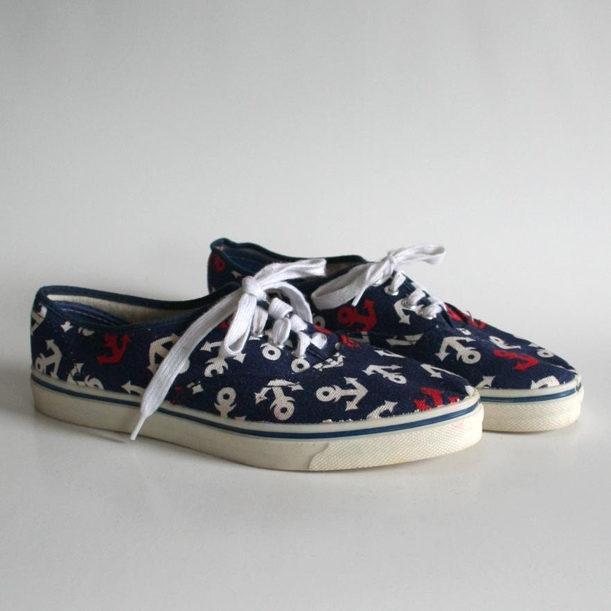kid's size 2.5 women's size 5 nautical canvas tennis sneakers. 80s. made in the USA. anchors. red white and blue.