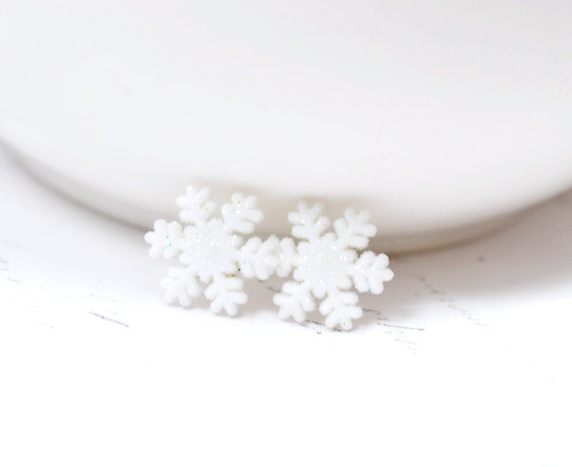 Snowflake Earrings, Snow Flake Earrings, White Snowflake Studs, Glittery Snowflake Earrings Winter Jewelry Holiday Jewelry Christmas Jewelry - NoveltyJewels