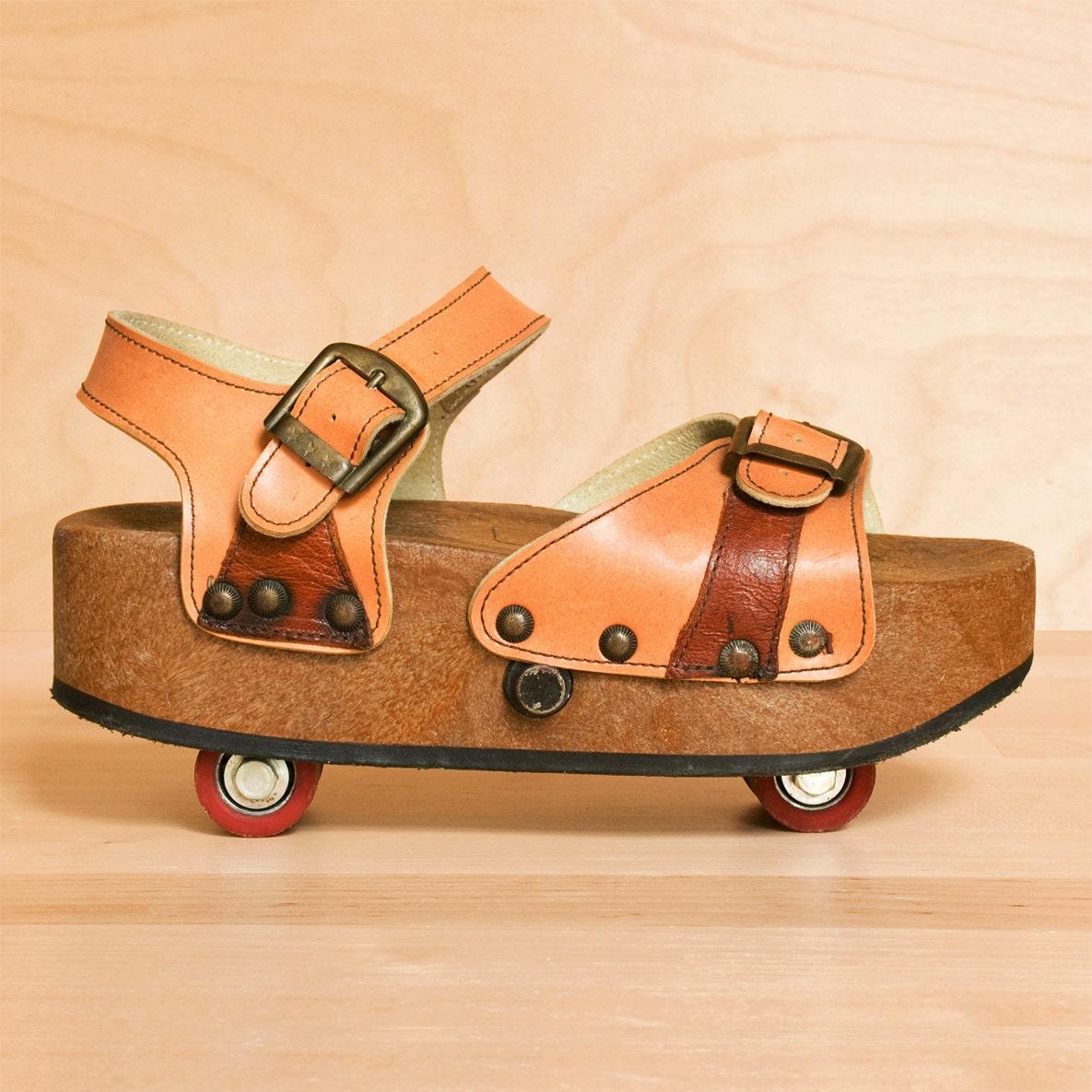 sale vintage 1970s omnia 39 c pop out roller skate by kenaione. Black Bedroom Furniture Sets. Home Design Ideas