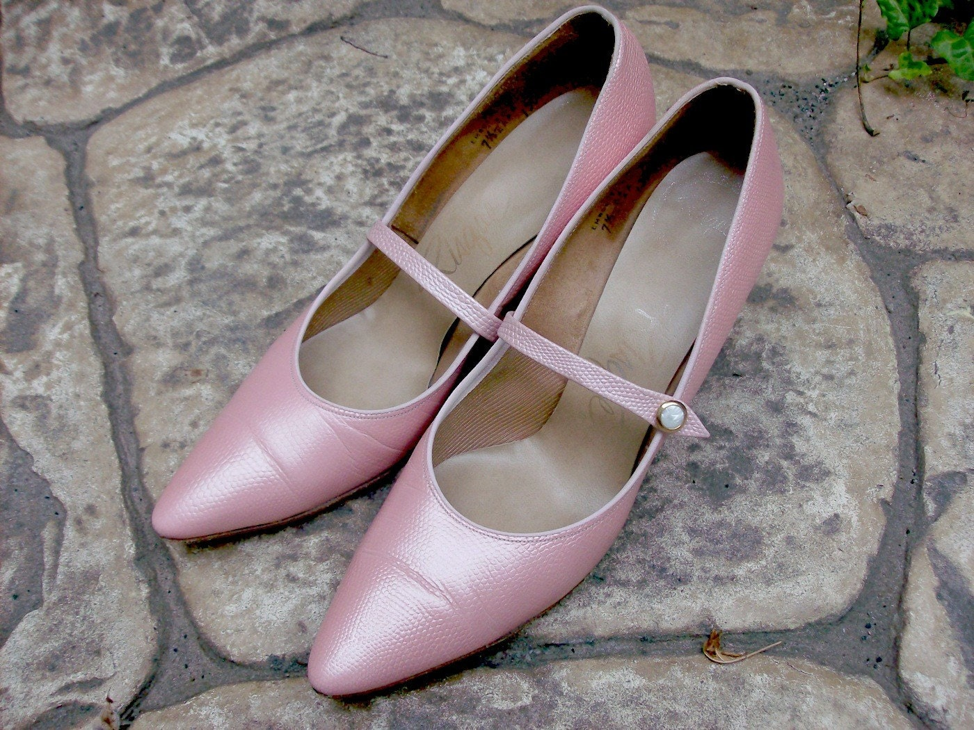 VINTAGE 50s 60s PINK PUMPS - PEARLIZED LIZARD EMBOSSED LEATHER HIGH HEELS - Size 6, 6 1/2, 6.5