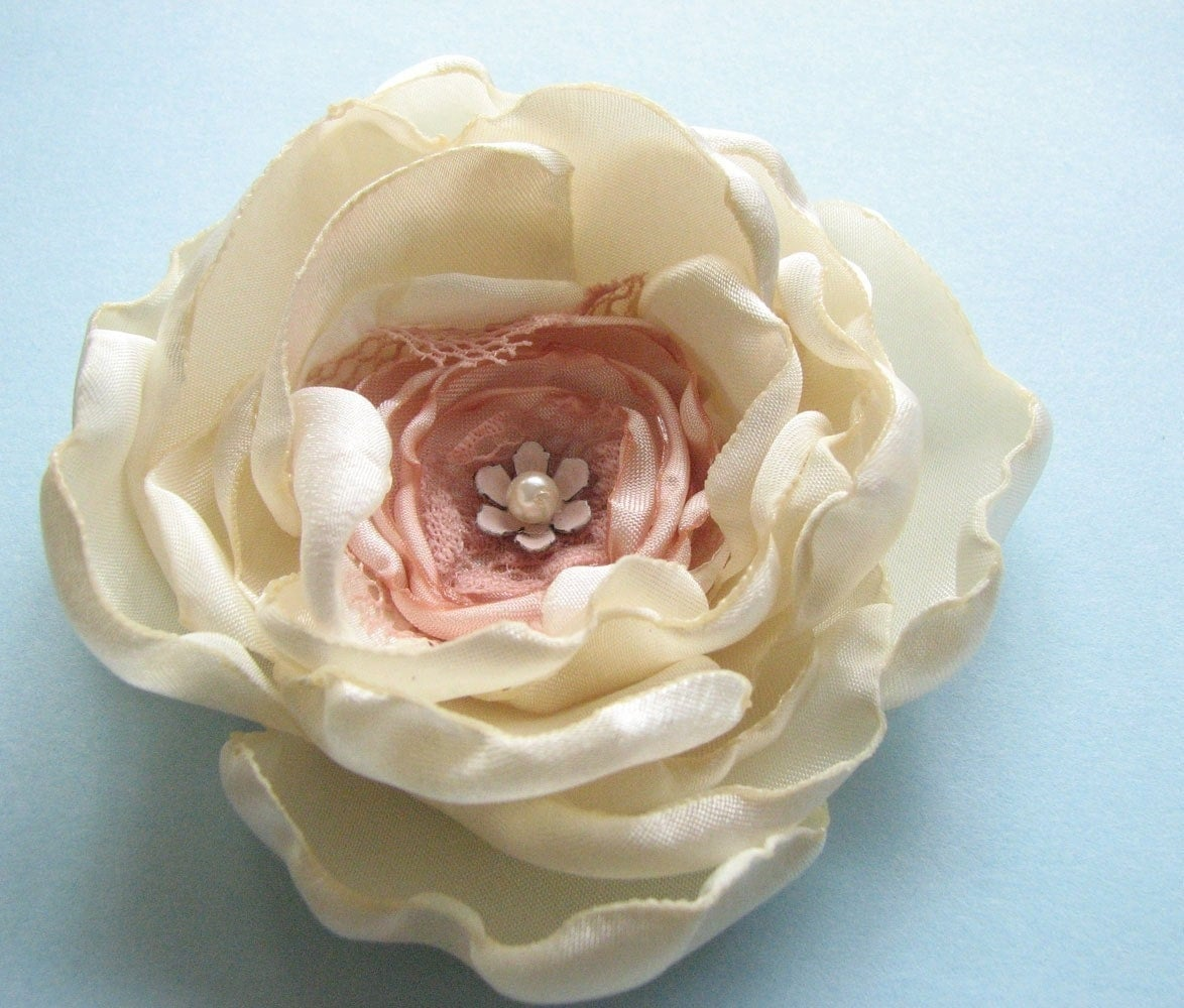 Beautiful white and pink peony brooch, via Etsy: Cultivar