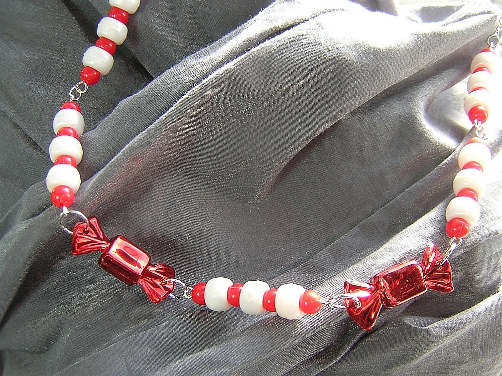 Red and White Christmas Candy Necklace N-00260
