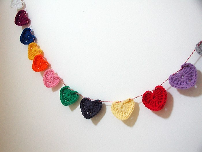 Little Hearts Garland - Red/White string