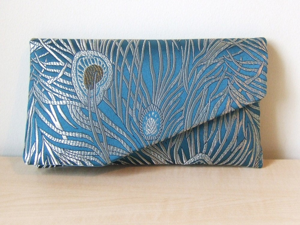 EllenVINTAGE PEACOCK CLUTCH With Silk Lining