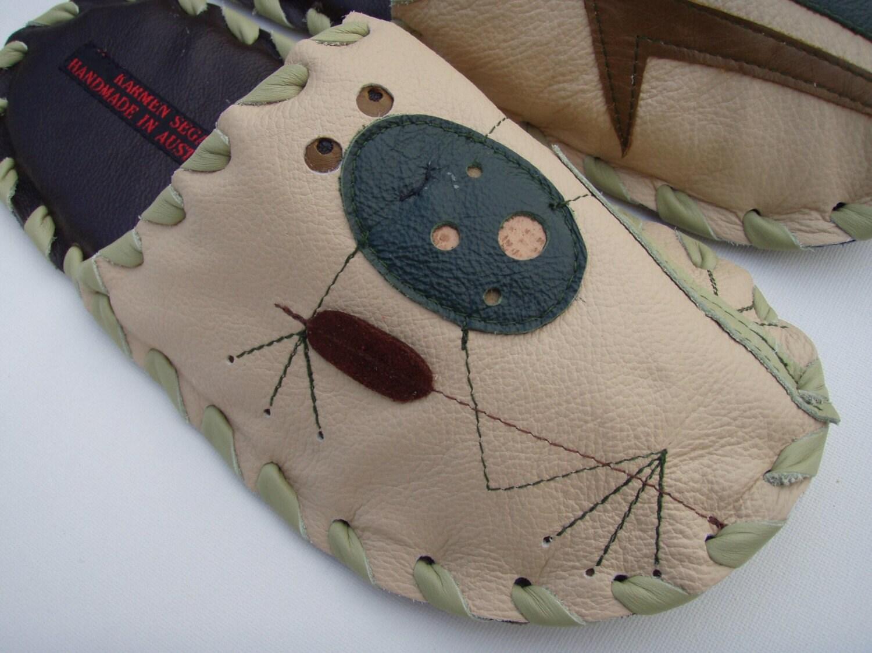 Handmade Leather mens small slippers by Karmen Sega - Froggy in bulrushes