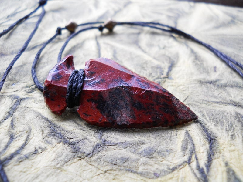 xenia. a red and black arrowhead necklace (warrior, bohemian, tribal, natural, hunt)