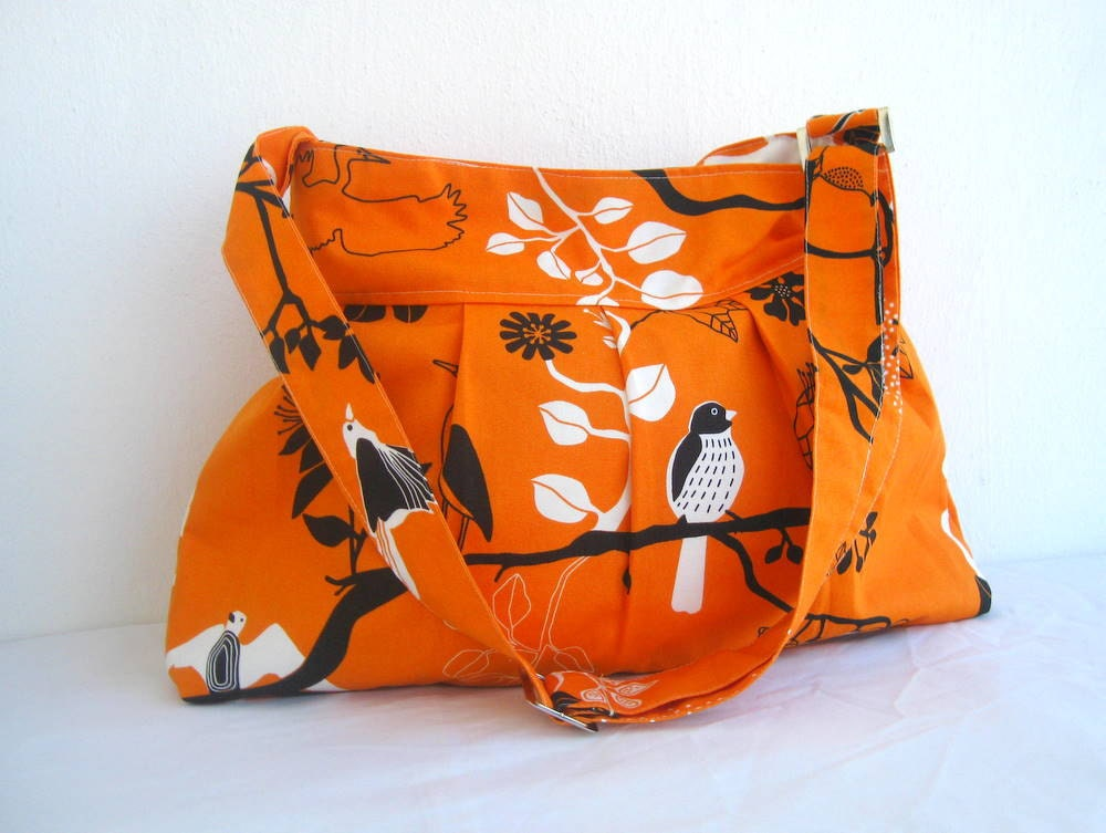 NEW-Pleated-Orange-Large-Adjustable to Straps-Zipper Closure