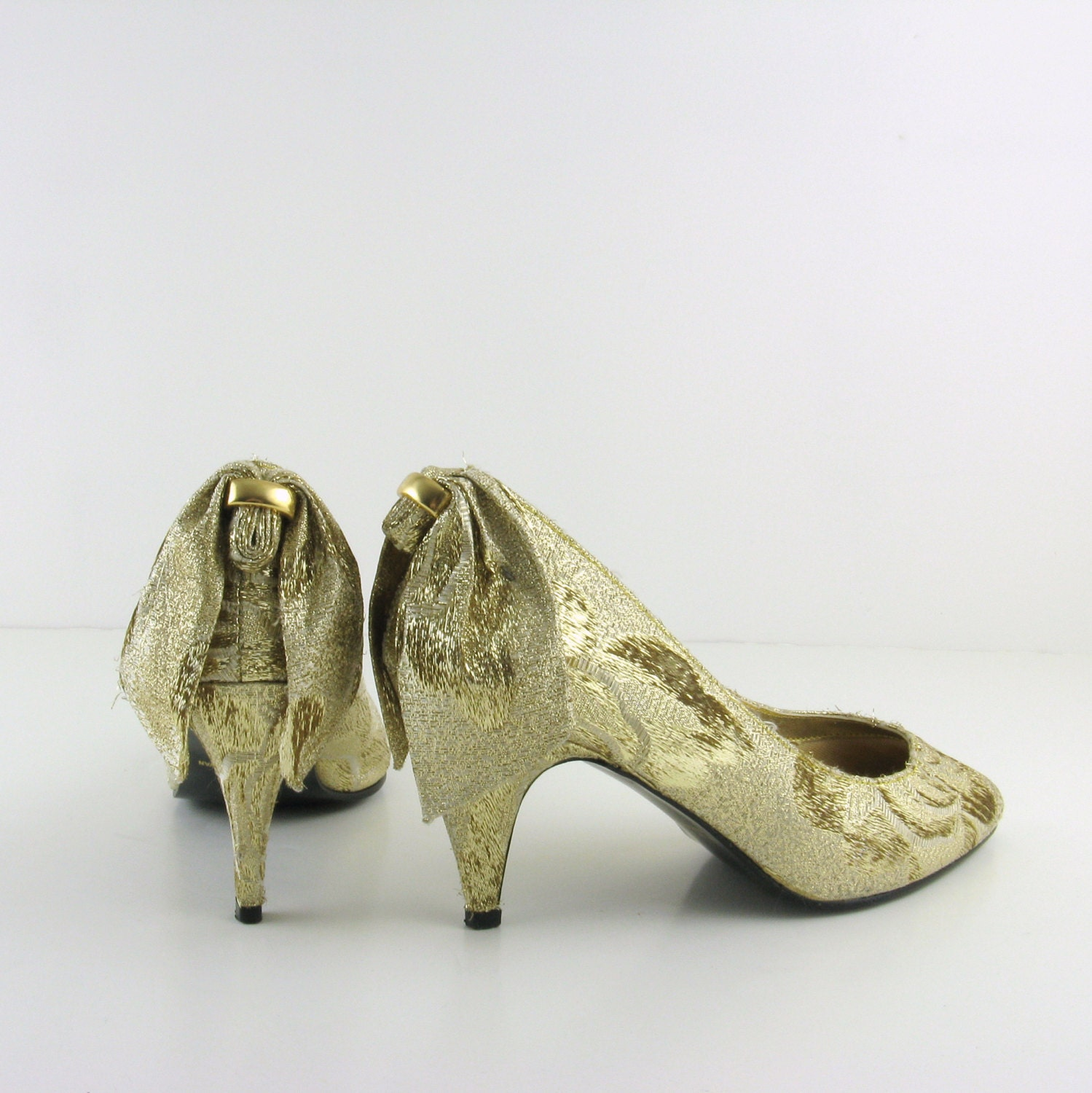 Vintage Gold Bow High Heels - 1980s Shoes Size 7 by After Midnight - TwoMoxie