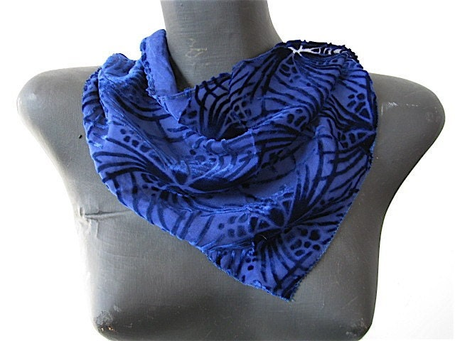Vintage 1920s 30s Burned Silk Velvet Triangle Kerchief Scarf in Sapphire Blue.